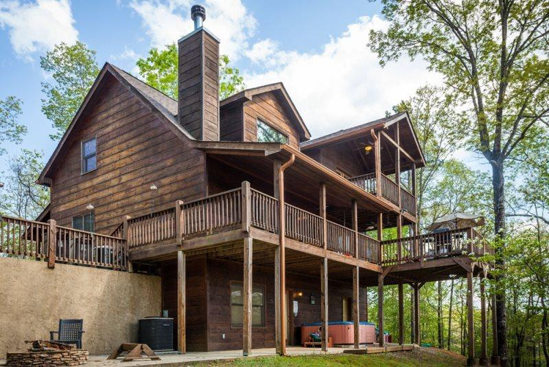 Sarah`s Mountain Hideaway-Beautiful Cabin with Views - Image 1 - United States - rentals