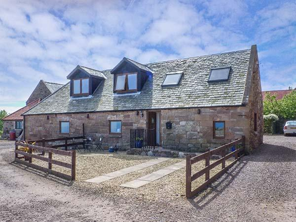 BRIDLE COTTAGE, stable conversion, sea views, WiFi, coastal walks nearby, beach 1 mile in Cove, Ref 925000 - Image 1 - Cockburnspath - rentals
