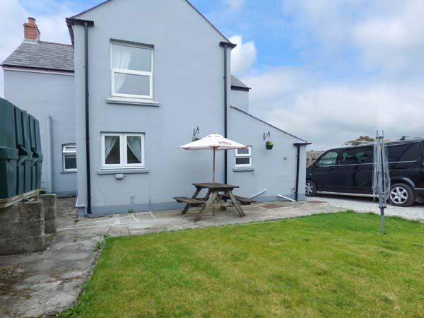 STATION VIEW, detached, zip/link beds, WiFi, enclosed garden, secure bike and surfboard storage, near Bugle, Ref 925918 - Image 1 - Rescorla - rentals