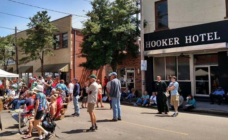 "The Hooker Hotel - you always have a front row seat for the Blues - The Hooker Hotel- ""Unique, Cool & Spacious"" - Clarksdale - rentals"