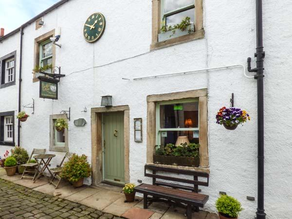 BACKFOLD COTTAGE, pet-friendly cottage, WiFi, en-suites, garden, close to gastro pubs, near walks, Waddington, Ref 924878 - Image 1 - Clitheroe - rentals