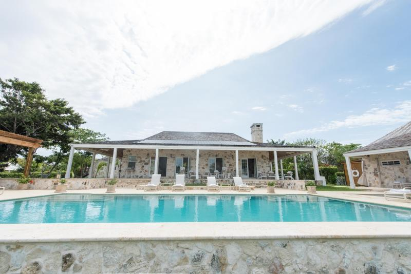 Unique, Serene, Luxury 6 Bedroom Estate on the Water with Pool - Image 1 - Harbour Island - rentals