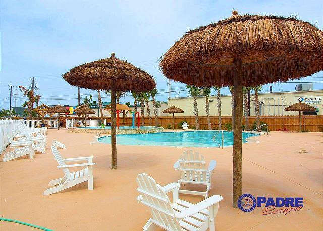 Pool at Nemo Cay Resort - Come enjoy the saltwater pool, kid's pool, playground and free Wifi!!! - Corpus Christi - rentals