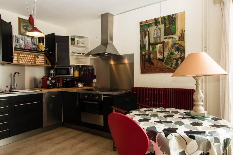 Large_well-appointed_studio_for 3_near Bastille - Image 1 - Paris - rentals