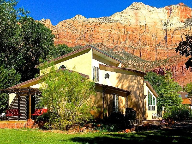 Zion Vacation Home a perfect place for family/friends at the mouth of Zion National Park - 6 BR Villa Dowt. Springdale, Sleep14, 1/2 mile of SW Entrance Zion National Park - Springdale - rentals