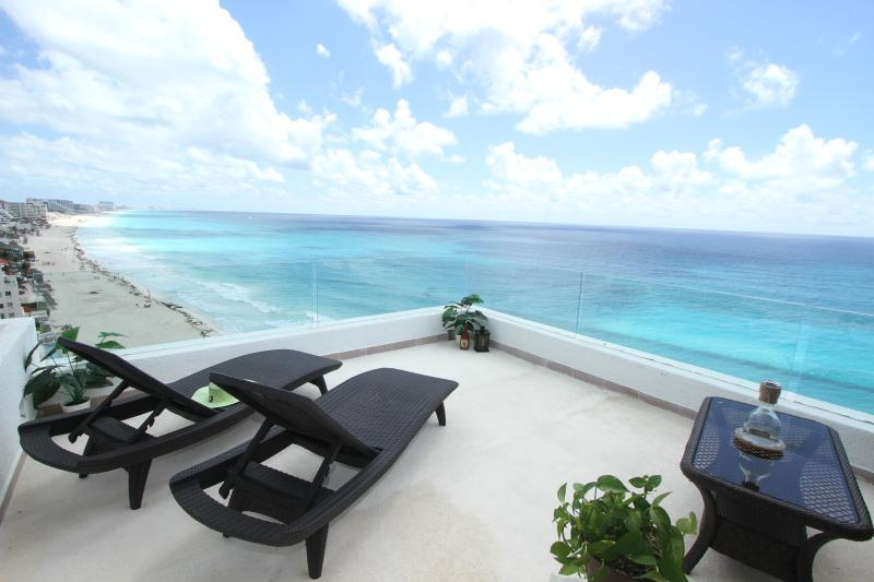 Ocean Front Penthouse 3000 private balcony - Penthouse #3000 - Cancun - rentals