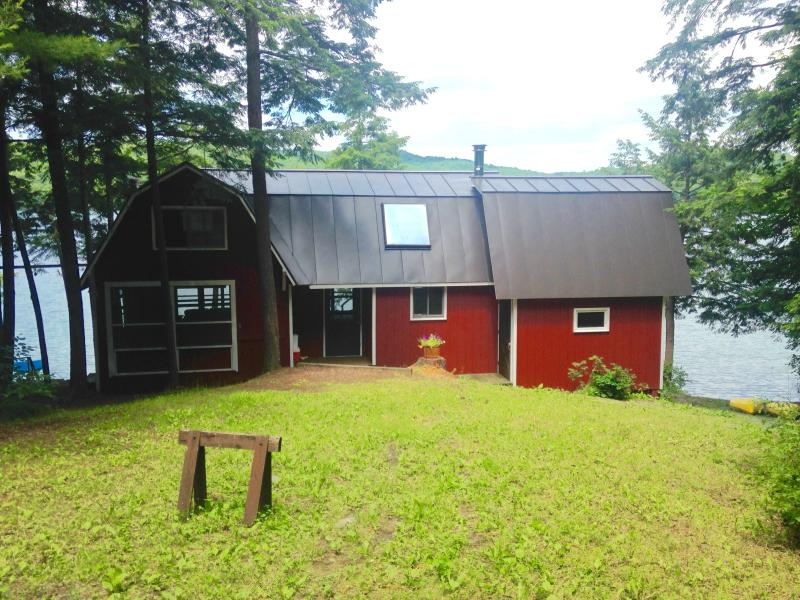 Sunny Front Yard - PREMIUM JULY 22nd -29th NOW AVAILABLE! Popular Cabin on Sunset Lake in Benson VT - Benson - rentals
