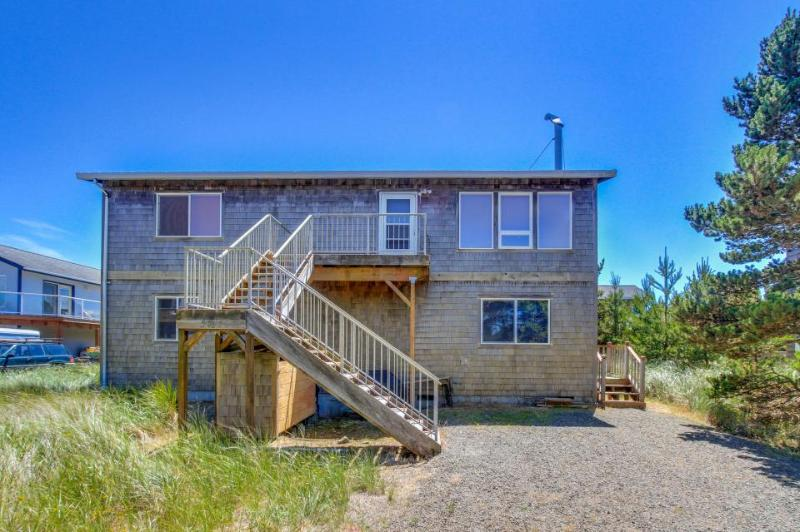 Beautiful home for eight guests five minutes from the beach! - Image 1 - Pacific City - rentals