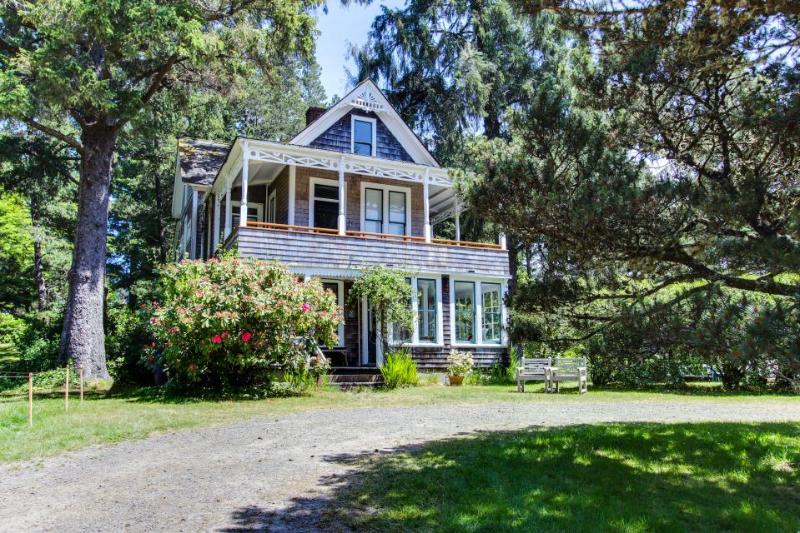 Historic home near beach and golf, on an acre of meadow! - Image 1 - Gearhart - rentals