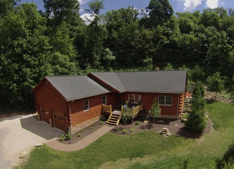 Rock Path Cabin is a luxury vacation cabin with three bedrooms accommodating up to six guests. - Columbia Woodlands Rock Path Cabin - Dover - rentals