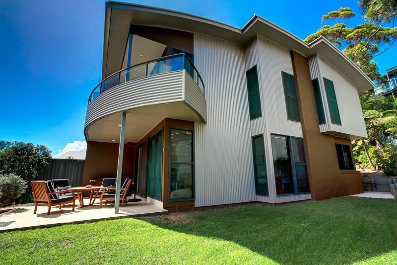 Boom 8 - Image 1 - Blueys Beach - rentals