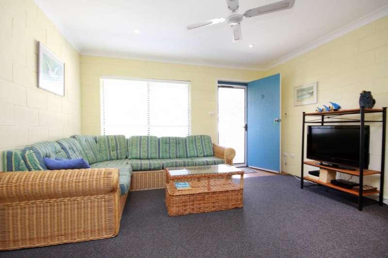 Villa Manyana Unit 09 - Image 1 - Blueys Beach - rentals