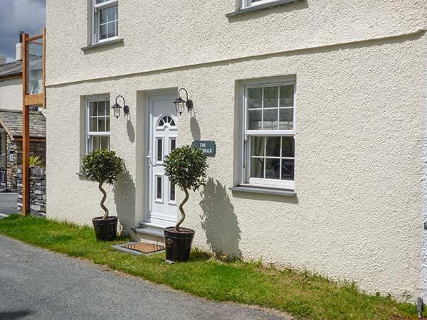SADDLEBECK, pet-friendly ground floor apartment, en-suite, patio, next to inn, in Torver, Ref 921823 - Image 1 - Coniston - rentals