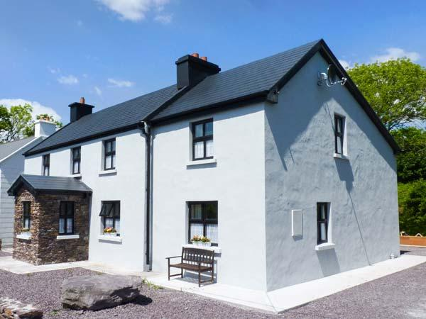 BALLYBRACK LODGE, pet-friendly cottage with woodburner, open plan, Ring of Kerry, near Waterville, Ref. 926875 - Image 1 - Waterville - rentals