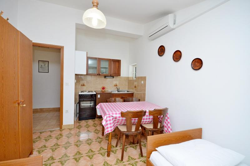 Apartments Vila Punta - 10691-A1 - Image 1 - Prvic Luka - rentals