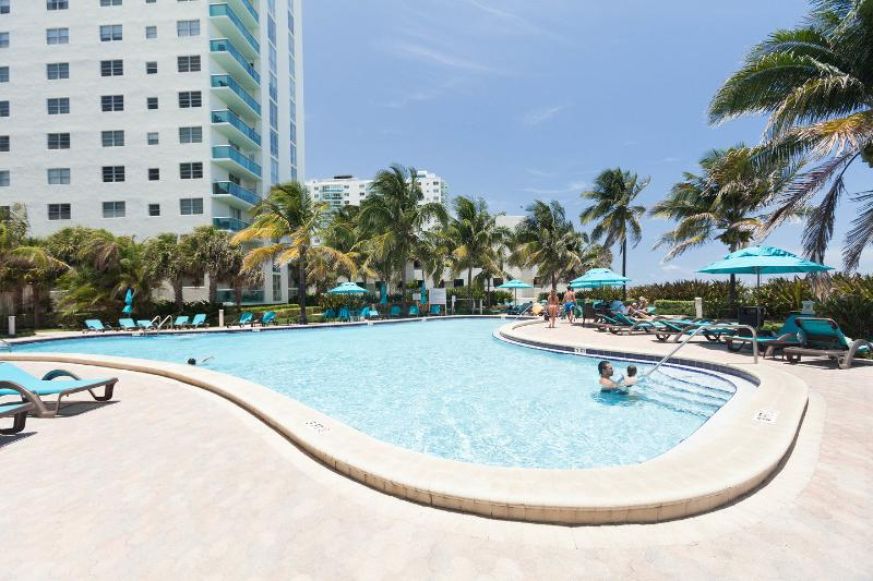 The Pool - Hollywood FL ✦✦✦ ON THE BEACH - Hollywood - rentals