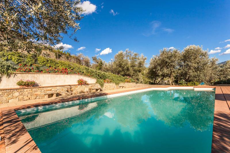 Villa Margarita, Garden Apartment with lovely Pool - Image 1 - Castiglion Fiorentino - rentals