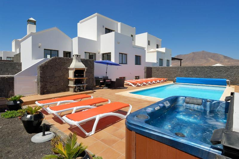 large pool garden with hot tub - LUXURY J10 VILLA - Lanzarote - rentals