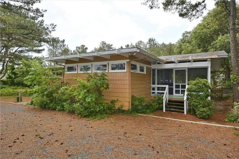 Comfortable and beachy, 4 bedroom cottage just 2 blocks to the beach - Image 1 - Bethany Beach - rentals