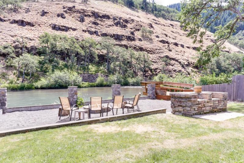 Dog-friendly riverfront suite w/shared deck space, fire pit & amazing location! - Image 1 - Klickitat - rentals