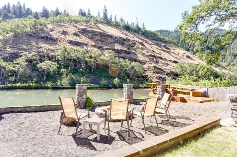 Riverside studio w/shared deck in quiet location - dogs welcome! - Image 1 - Klickitat - rentals