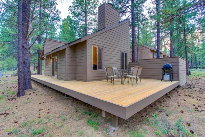 Renovated cabin w/ private hot tub, entertainment & SHARC access! - Image 1 - Sunriver - rentals