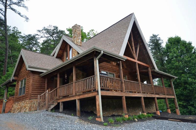 Deep Creek Mountain Lodge - Image 1 - Bryson City - rentals
