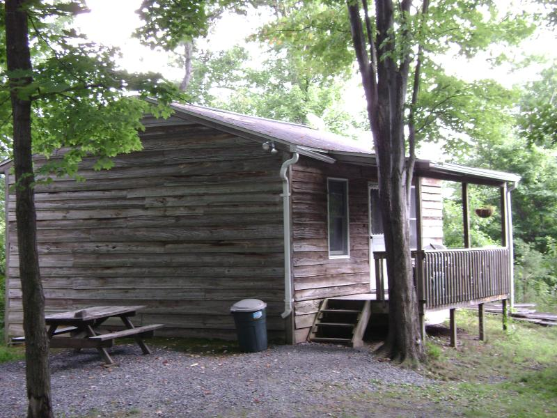 Cabin #1 front. off-season, $59-$79/n, $400/wk; in-season $79-$99/n, $550/wk - Cabins Raystown Lake, Juniata College, Penn State - Huntingdon - rentals