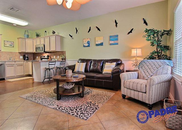 Living area - Sea Breeze Cottage is a cozy 1 bedroom just off the Nicest Pool on the Island - Corpus Christi - rentals