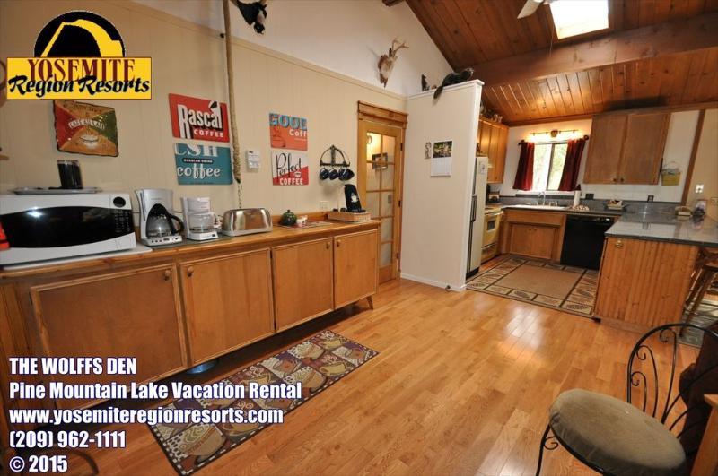 Coffee Bar, Sweet Whimsical Beautifully Renovated Cabin Unit 7 Lot 132 Pine Mountain Lake Vacation Rental The Wolffs Den - WIFI 1m> Pool & CountryClub Sleeps 8 25m> Yosemite - Groveland - rentals