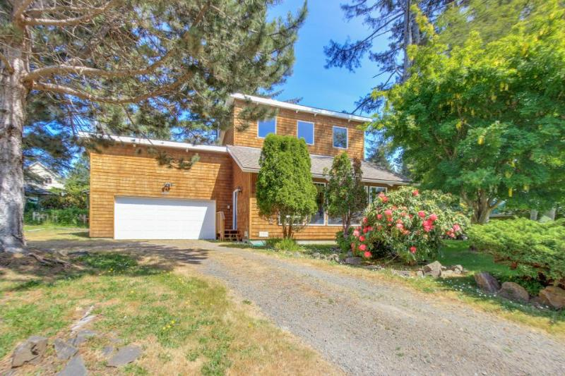 Charming Lincoln City home 3 blocks from the beach! - Image 1 - Lincoln City - rentals