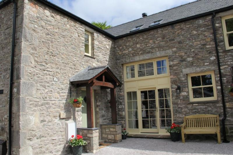 AUTUMN COTTAGE, Barrows Green, Kendal, South Lakes - Image 1 - Sedgwick - rentals