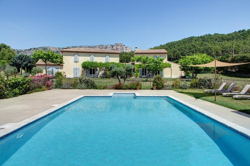 The house and the large heated pool - Luberon Vacation Rental with Private Spa, Provence - Merindol - rentals