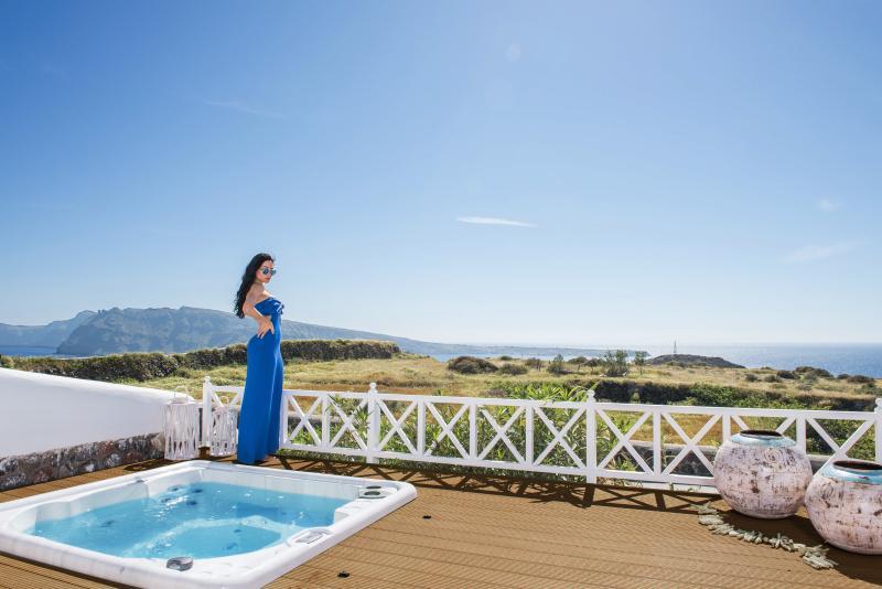 "You will find an idyllic retreat of ultimate exclusivity at Villa ""Pearl"". - ""OIA SUNSET VILLAS"" villa PEARL  Spa & Pool - Oia - rentals"