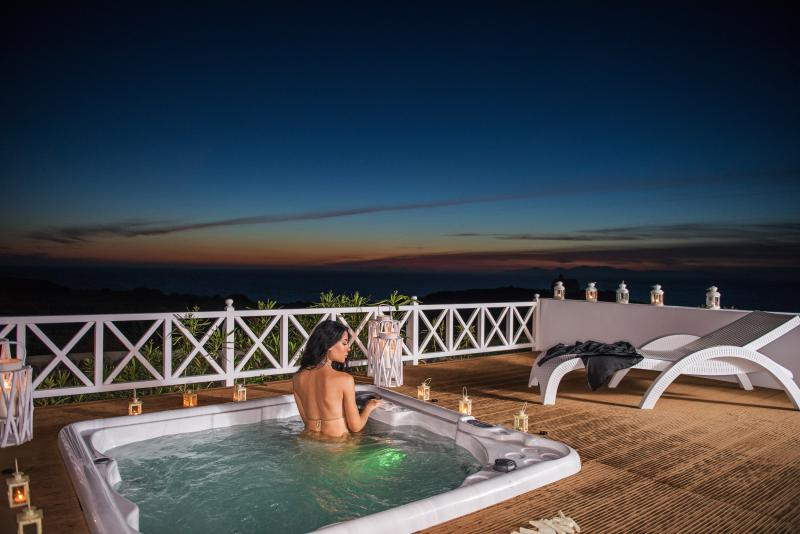 "Discover a new dimension of luxury. - ""OIA SUNSET VILLAS"" villa PEARL  Spa & Pool - Oia - rentals"