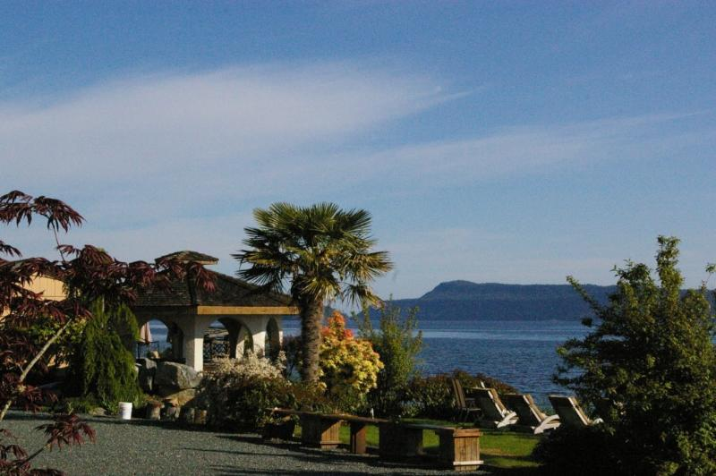 secluded beachfront - Beachfront 2 bdr 3rd nite FREE kayaks clam/oysters - Qualicum Beach - rentals