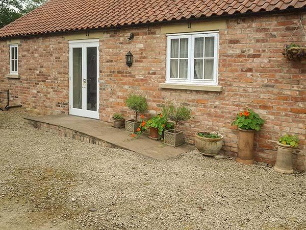 STABLE COTTAGE, pet-friendly, single-storey cottage, underfloor heating, close walking, in Hovingham Ref 21723 - Image 1 - Hovingham - rentals
