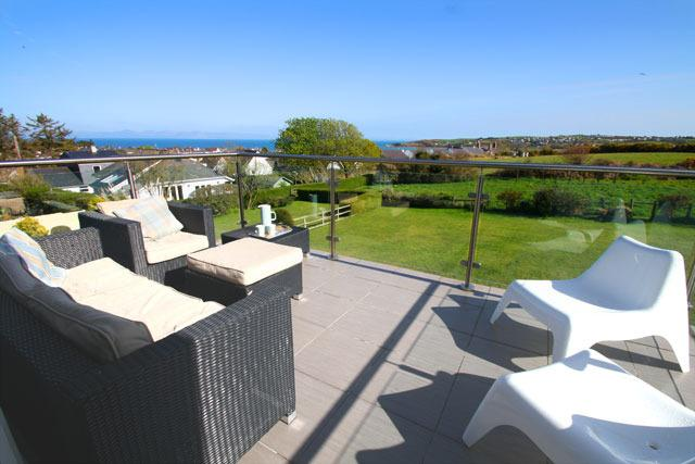 Mor Glas in Abersoch Village - Sun Balcony with sea view - Mor Glas - 4 bedroom modern coastal property in Abersoch village with sea views - Abersoch - rentals