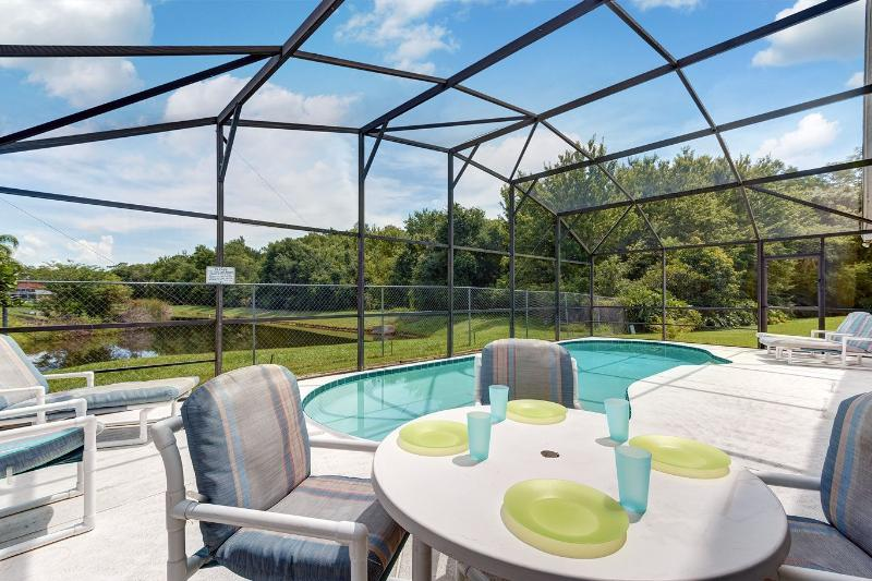 Great views of the forest and lake from the pool deck - Spacious 4-bed lakeside pool villa near Disney - Kissimmee - rentals
