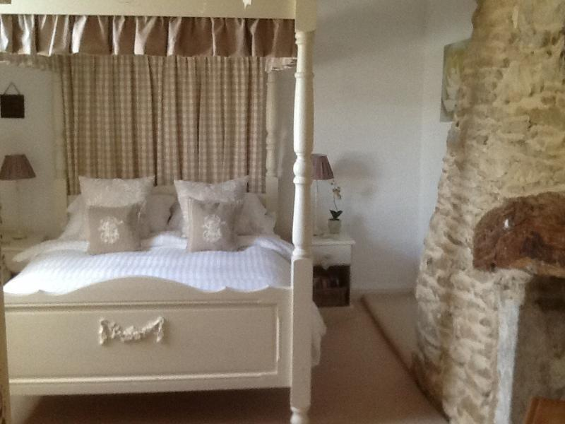 Kemble Cottage - Image 1 - Bradford-on-Avon - rentals