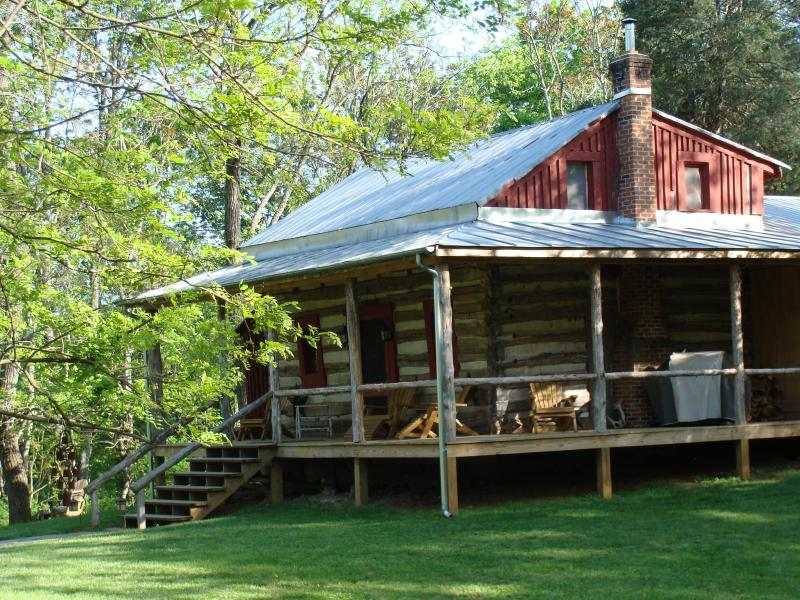 Sits on an acre of mowed meadow in private glen - Stonecutters, 1800's luxury in log - Buena Vista - rentals