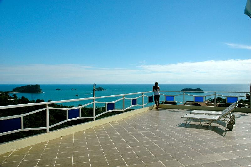 Monkeys Galore! Amazing Ocean Views, Pool & Waterf - Image 1 - Manuel Antonio - rentals