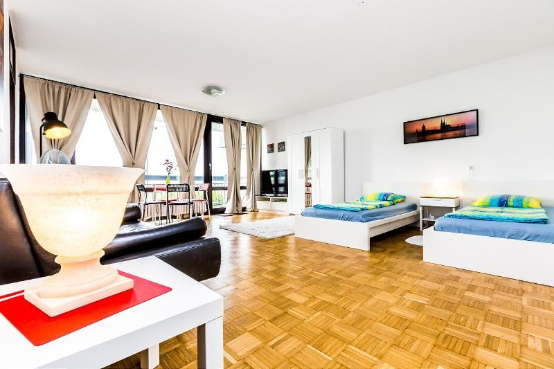 Comfortable apartment in a quiet area - 84 Nice apartment in Cologne Weiden - Cologne - rentals