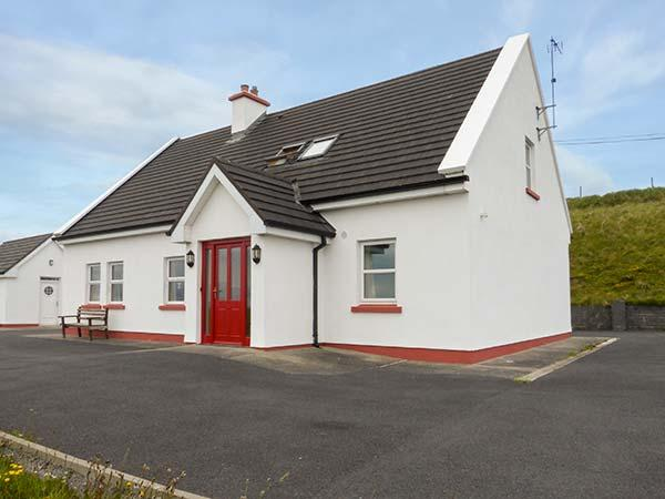 INISHTURK VIEW, detached, open fire, beautiful country views, 10 min walk to beach near Louisburgh, Ref 905053 - Image 1 - Louisburgh - rentals
