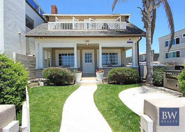 Ideal Location!  Single Family Oceanfront. Huge Front Yard & Porch! (68173) - Image 1 - Newport Beach - rentals