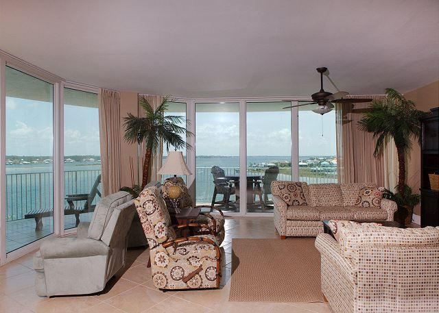 Living Room - Caribe C607 - November 17-December 18 - Quoting 50+% Off - Orange Beach - rentals