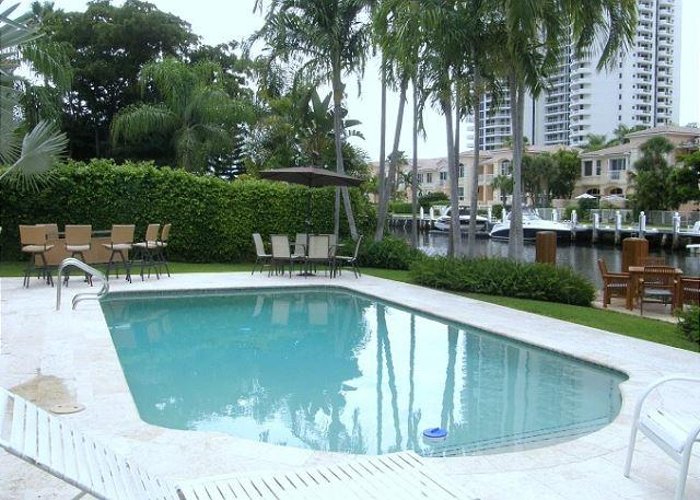 The Original Florida Dream Heated Pool 4/4,12 guests Gated Community - Image 1 - Hallandale - rentals