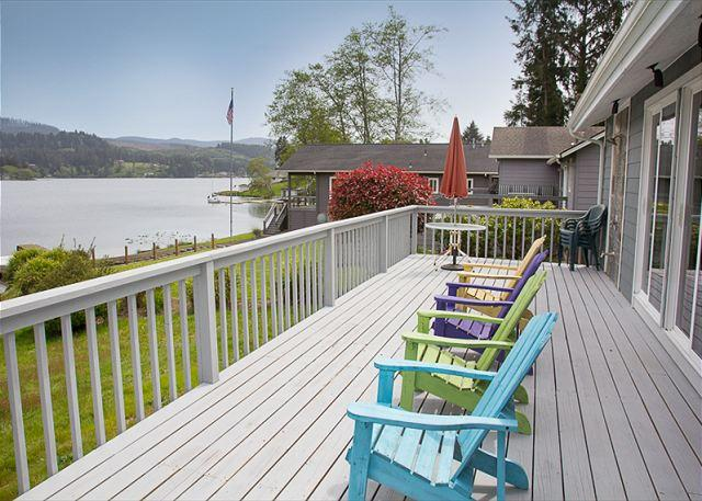Cozy Lakefront Cottage, beautifully furnished with amazing lake views - Image 1 - Lincoln City - rentals