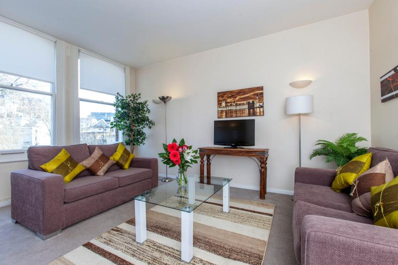 Beautiful 2 Bedroom St. Pauls Apartment with Wifi - Image 1 - London - rentals