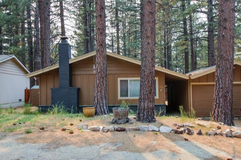 Cozy single-level home just 2 miles to Heavenly Mountain Resort! - Image 1 - South Lake Tahoe - rentals